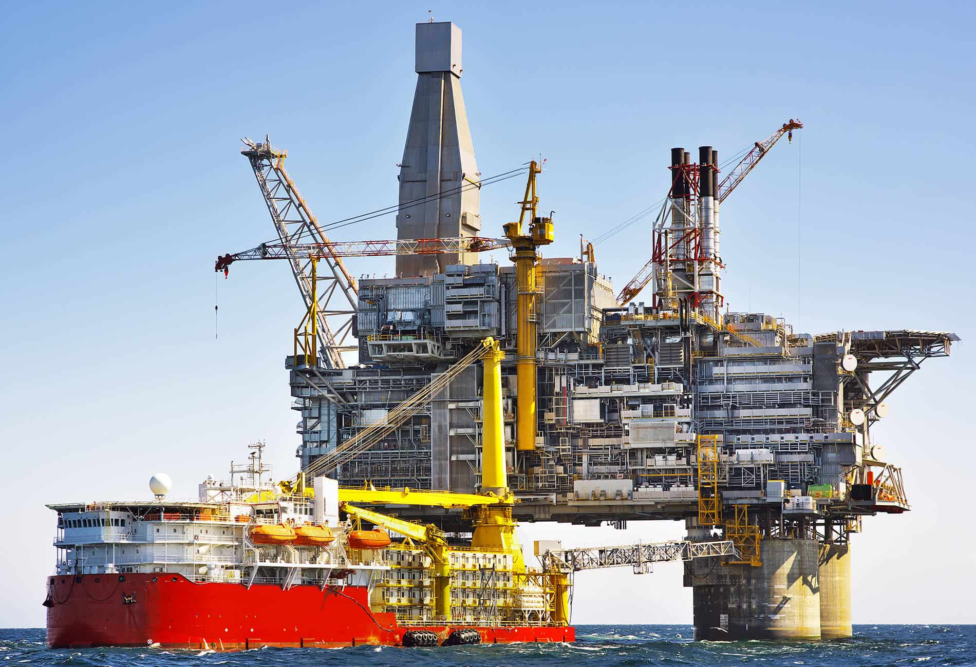 A complex yet beautiful engineering feat of an oil rig in mid-ocean